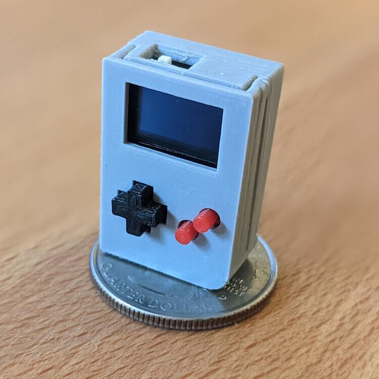 """Mini """"Game Boy"""" nicht größer als ein kleiner Finger"""