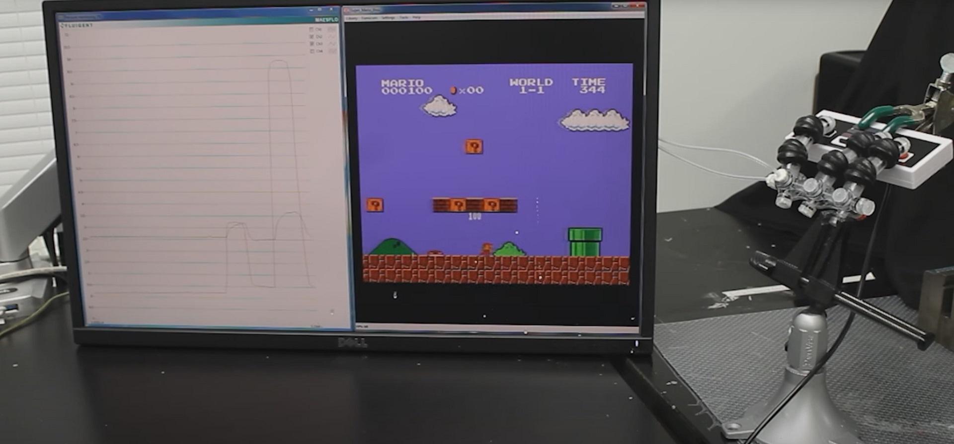 Roboterhand spielt Super Mario Bros.
